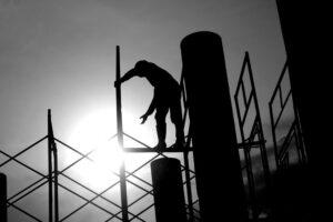 Sólo la construcción resiste al desempleo